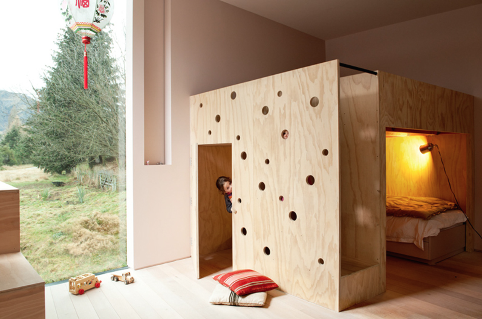 bunk-bed-and-playhouse-in-casa-familia-by-bergendy-cooke-new-zealand