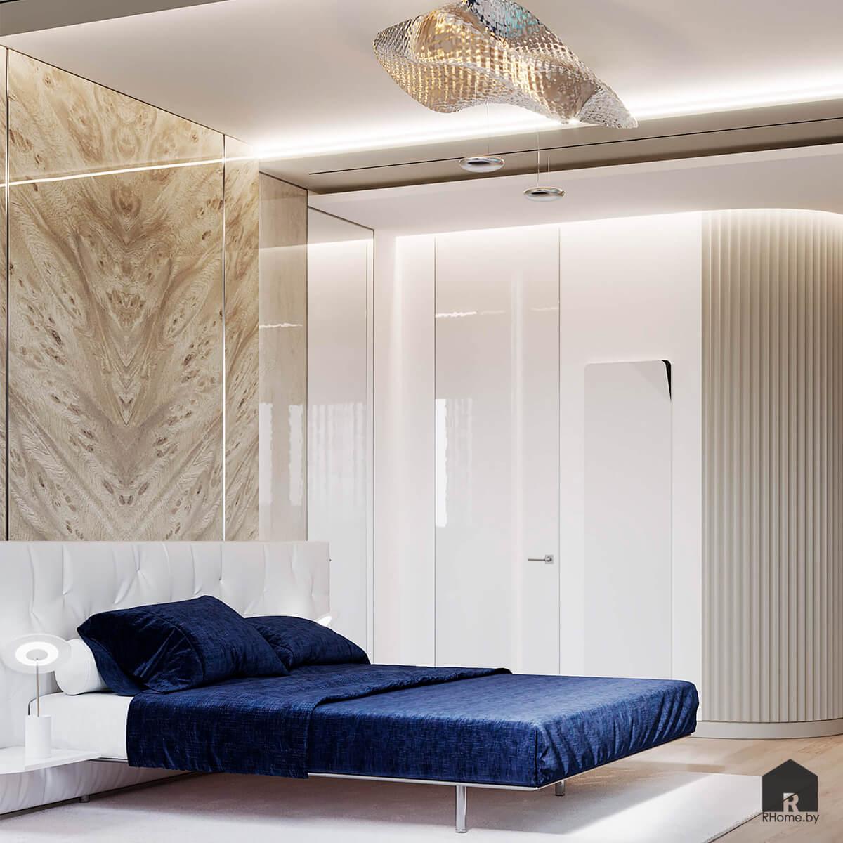 Квартира в Москве. Синяя кровать у панно из керамогранита, стоящая под металической авангардной люстрой.