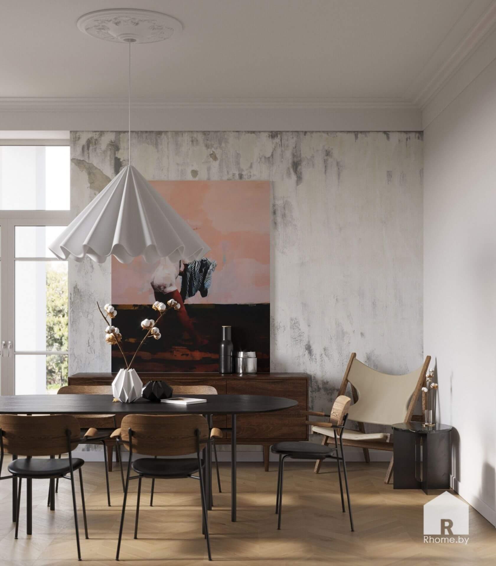 Обеденный стол с деревянными стульями стоящей у серой стены с черным стеллажом и комнатным растением.